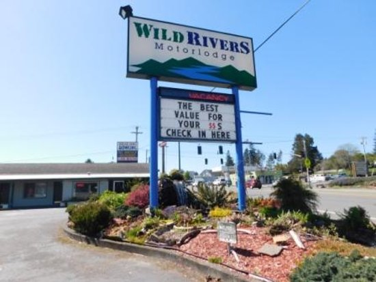 Wild Rivers Motor Lodge: Main sign at entrance