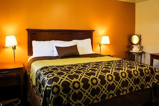 Willits, كاليفورنيا: King Bed