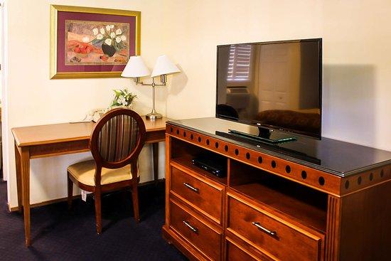 Willits, كاليفورنيا: New Updated Granite top TV Dresser's