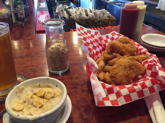 Des Moines, WA: Lingcod, chowder and IPA at the bar