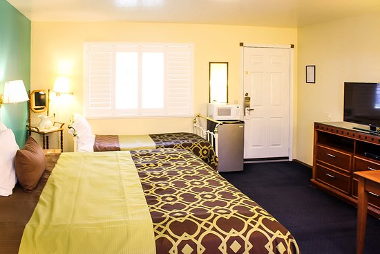Willits, CA: One Bed 7 Twin