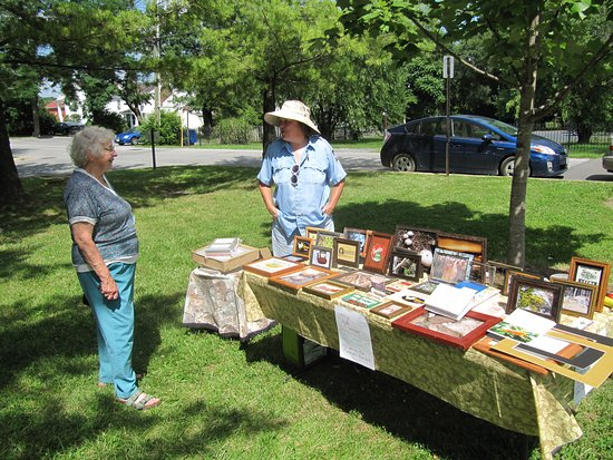 Front Royal Visitor's Center: There's a farmers market next door on Sat 9-1 (May-Oct)