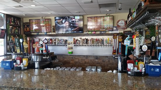 Jensen Beach, FL: Check out the number of taps.