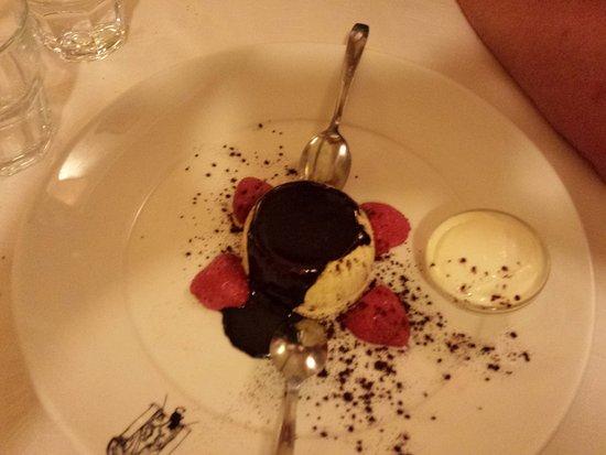 La Taverna dei Fori Imperiali: Molten white chocolate souffle