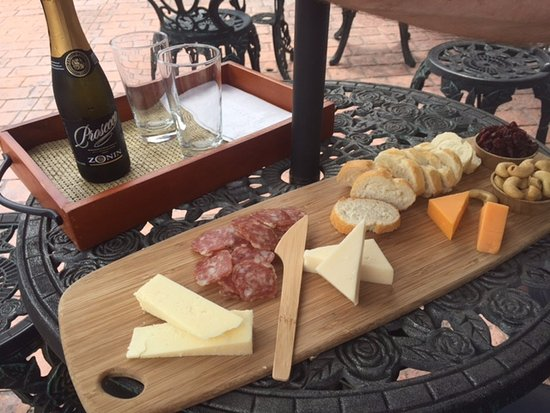 Egg Harbor, WI: Cheese and Charcuterie tray with sparkling wine.