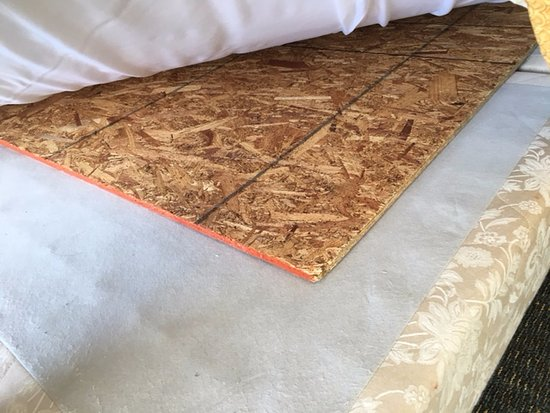Sea Watch Resort: Why replace an old, worn bed.... just put plywood under the mattress. Worst bed ever!!