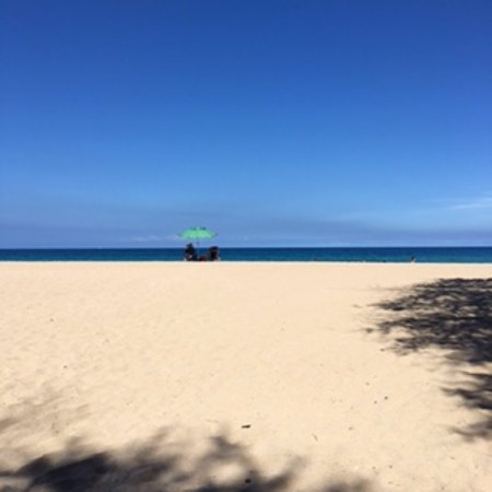 Hapuna Beach: あさイチだと、このガラ空きです。