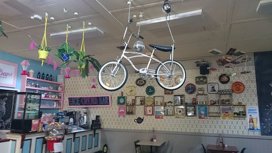 Moranbah, Australien: 1970's themed decor