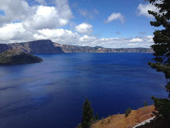 Rim Drive: Crater Lake, it really is that blue!