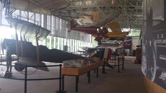 College Park Aviation Museum: Big hall with one side being a large window looking onto the airport.