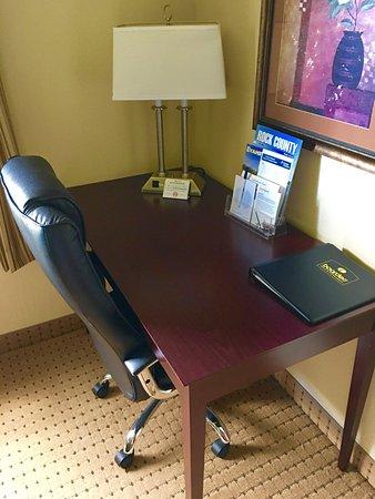 Boarders Inn & Suites Evansville, WI