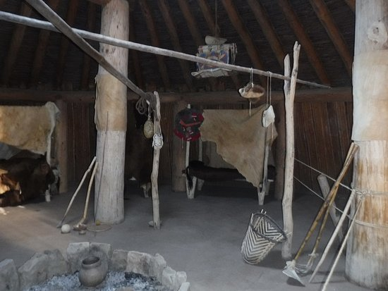 North Dakota: Inside the earth lodge at Knife River