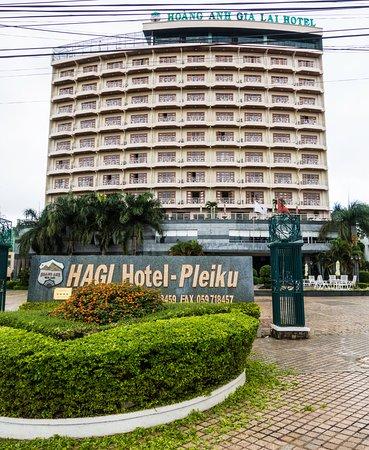 Pleiku, Vietnã: Hotel from street.