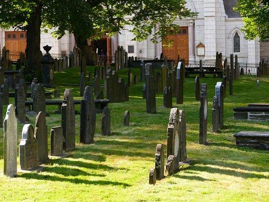Old Burying Ground: Tombs