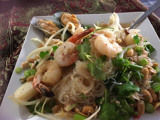 Glen Innes, Australia: Seafood salad with noodles