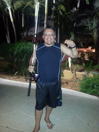 Hampton Inn Key Largo: Meu marido pescando a noite....rsrsrs