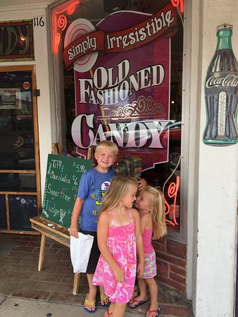 Simply Irresistible Old Fashioned Candy Branson 2019