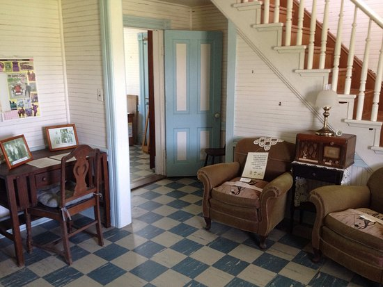 Rodanthe, North Carolina: Interior of 1907 Midgett House....