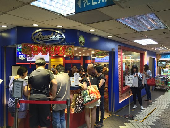 Arnold's Chicken: Queuing up!
