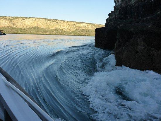 Talbot Bay, Australia: Going through the Narrow Gap