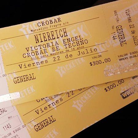 Crobar : Ingresso gira em torno de 300 Pesos(R$60,00), sempre com djs gringos na Sexta-Feira