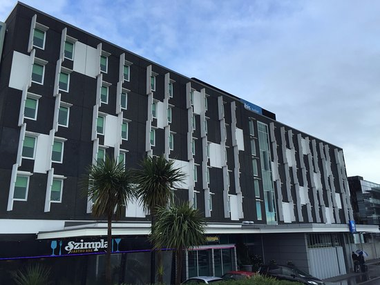 Ibis Budget Auckland Airport: Ibis Budget Hotel from the front
