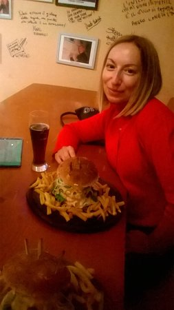 Cesano Boscone, Italia: I favolosi hamburgers: quattro piani di gusto!