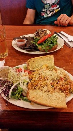 Natural Cafe: pâtes et burger