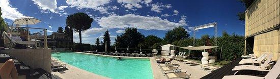 Pieve a Nievole, Italia: Piscina e vista cena