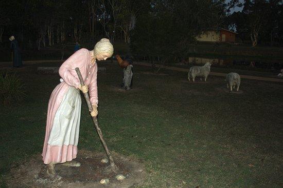 Maryborough, Australien: Wook-Koo Park Farmer's Wife Sculpture