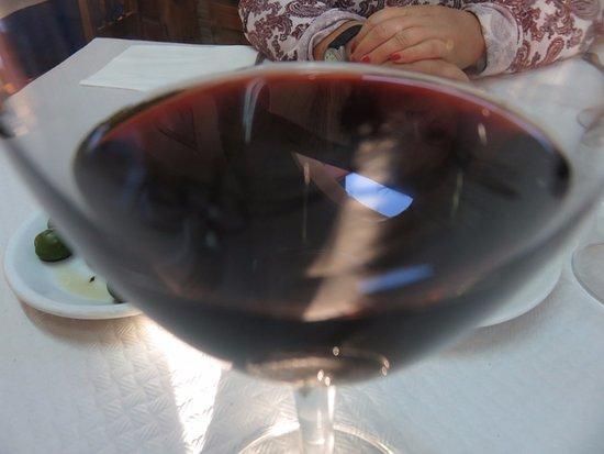 Valdecabras, Испания: Como aperitivo un vino tento