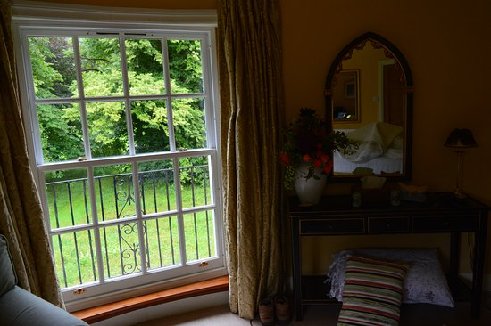 Melfort House: Loch View room - alternative view over the garden,