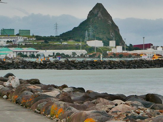 Coastal Walkway: port taranaki and paritutu rock