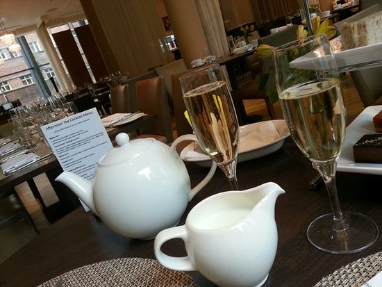 DoubleTree by Hilton Manchester Piccadilly: Afternoon tea
