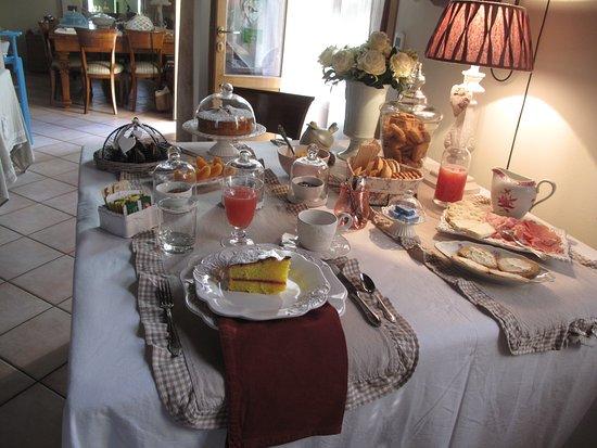 Il Maestro Chambre d'Hotes: Breakfast for one at Il Maestro!