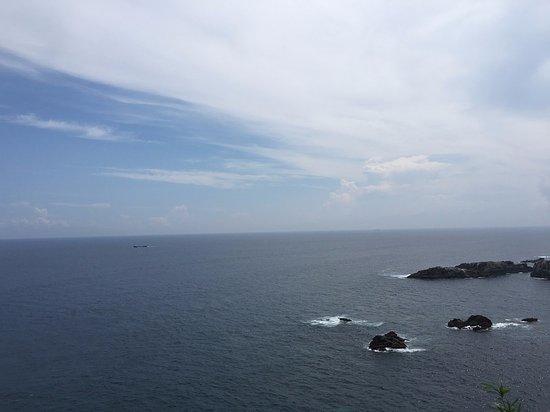 Cape Ashizuri: 岬からの景色 晴れ渡っていないとこんな感じ
