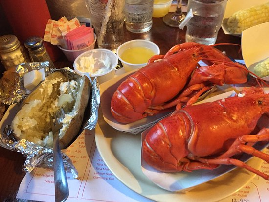 Naples Lobster Pound: twin lobstahs!