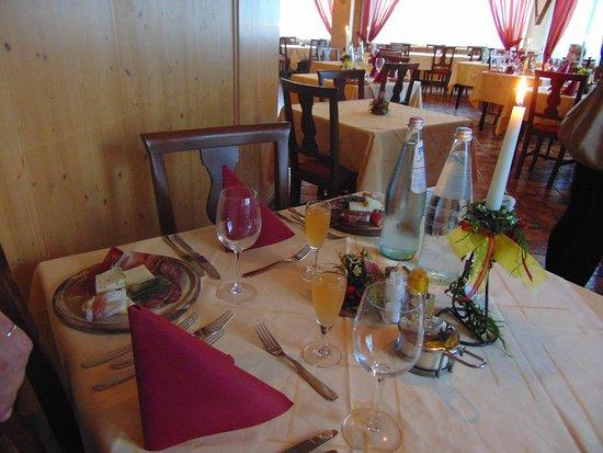 Hotel Dalla Serra: apparecchiatura cena tipica trentina