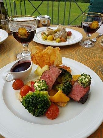 Violeta Viesbutis Hotel : В этом отеле прекрасный ресторан. Кухня выше всяких похвал обслуживание тоже. Цены оченно демокр
