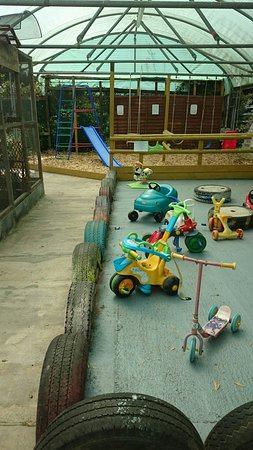 Keynsham, UK: Garden center is lovely relaxing place, with children's play area.
