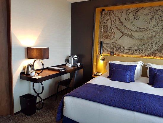 espace lit et bureau, chambre de luxe - Photo de Grand Hôtel La ...