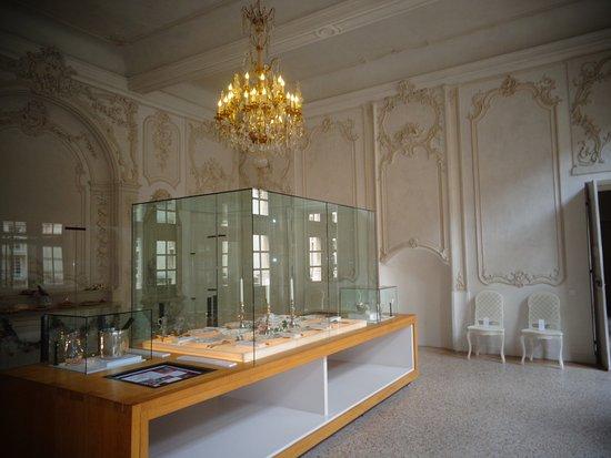 Suze-la-Rousse, France : salle à manger