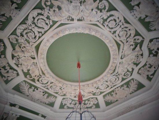Suze-la-Rousse, France : plafond du cabinet octogonal du 17 ième