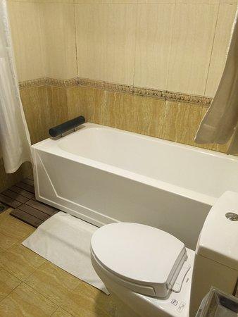 Hanoi Imperial Hotel: Bathroom
