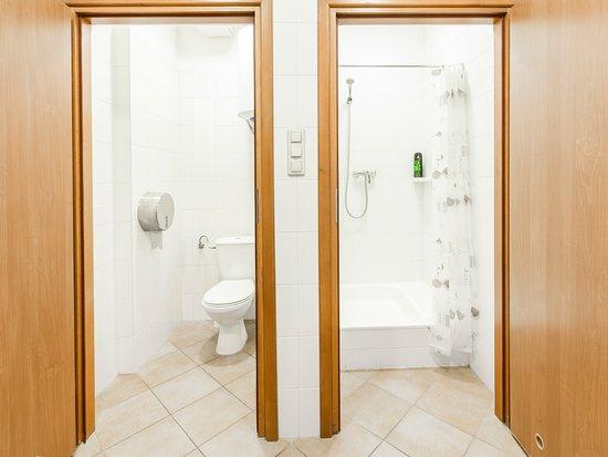 Nowy Dwor Mazowiecki, Pologne : łazienka ogólnodostępna na korytarzu