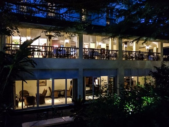 The Arusha Hotel: Hotel's Restaurant Balcony at Night