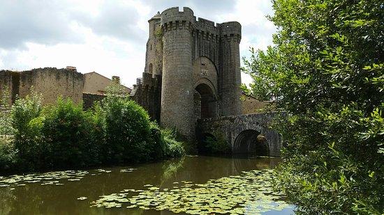 Parthenay, Francja: Pont et Porte Saint Jacques