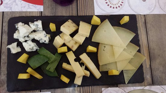 Montilla, Spain: Exquisito....menú degustación de 4 platos + postre.....Cocinero Antonio Requena muy amable y ate