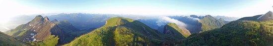 Sevelen, Schweiz: 200° Blick vom Gipfel aus im Morgenlicht