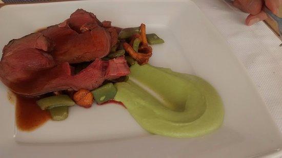 Leest, Belgium: Zomerree vanop de Green egg bbq, broccoli, krokant wafeltje met salie, vleesjus met morieljes